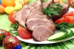Пасхальные мясные блюда, приготовленные в тандыре.