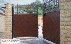 Какие существуют ворота распашного типа в Запорожье, рассказывает завод-ворот.in.ua