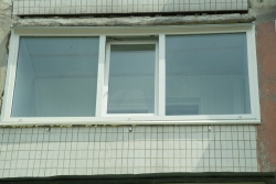 Утепление балкона, демонтаж старой деревянной рамы и установка стеклопакета.
