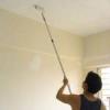 Покраска потолка воднодисперсионной краской валиком