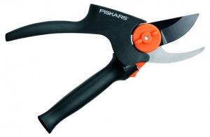 Fiskars PowerGear® Плоскостной секатор малый средний