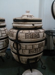 Тандыр  из шамотной глины  №5-С (стандарт) с откидной крышкой и кованным поддувалом